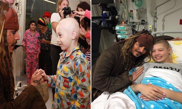 Johnny Depp visita hospital vestido de Jack Sparrow para melhorar o dia de crianças com câncer!!!  :)