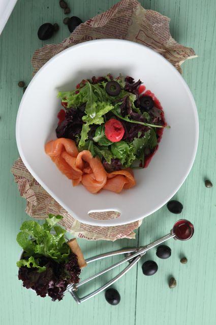 Salmon Salad #bakerzin #bakerzinjkt #salad