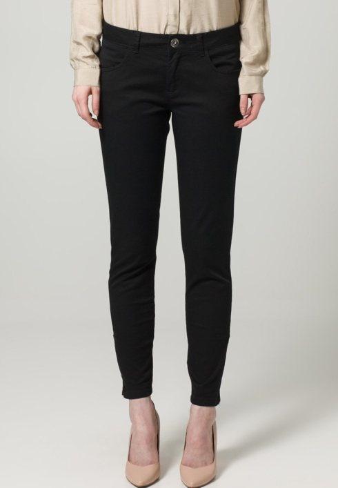 Pantaloni neri e skinny – Sisley