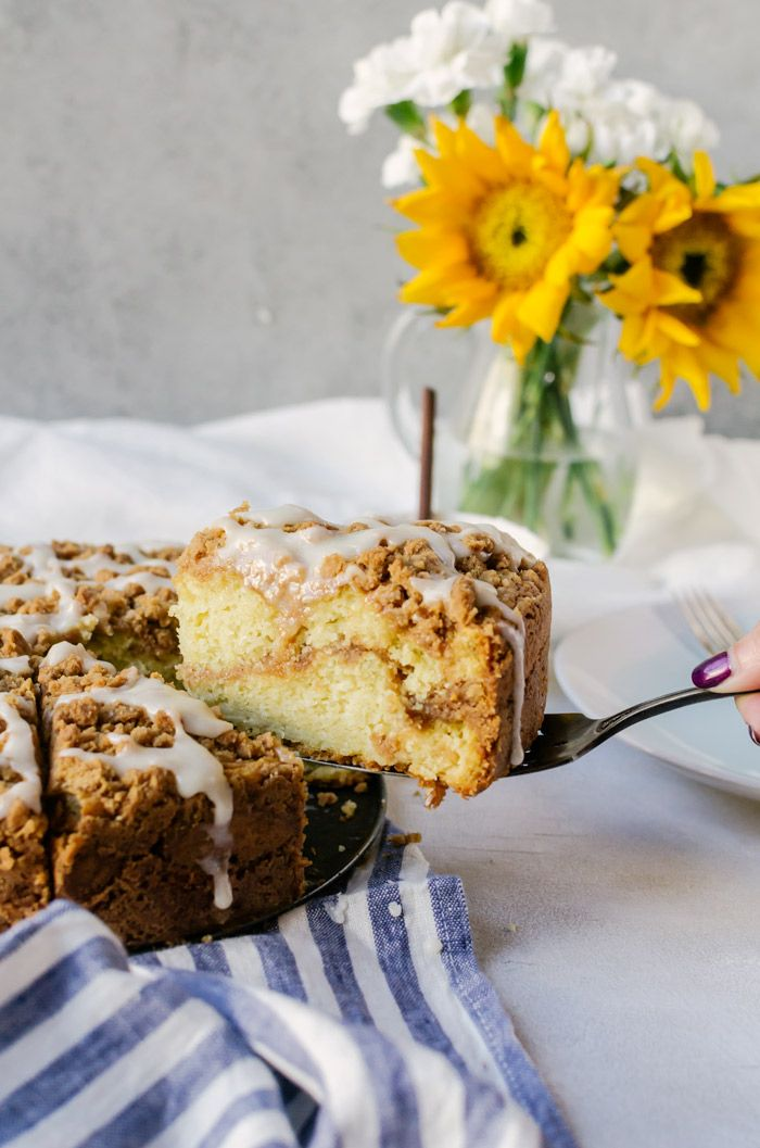 There isnt anything better than this cinnamon roll coffee cake. The whole family will fall in love