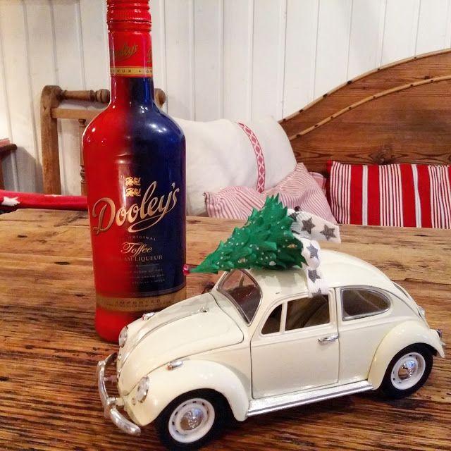 Minäkö keski-ikäinen?: Itsenäisyyspäivään kuuluu joulukuusen koristelu, D...