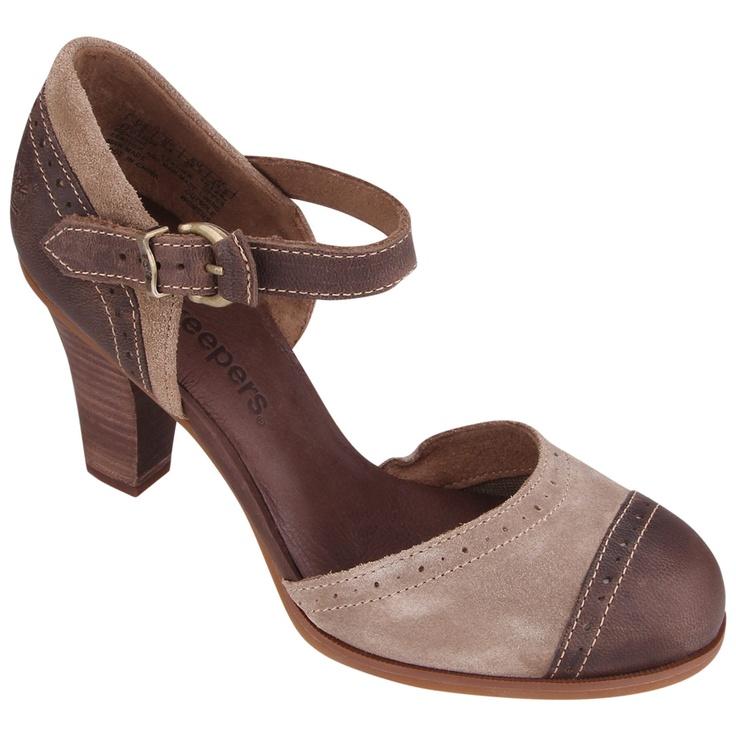 O sapato feminino de salto alto Timberland Ek Wingate Ankle Strap tem estilo moderno e elegante para momentos casuais. Disponível em duas cores, tem cabedal em couro e camurça premium e a palmilha acolchoada é feita com 100% de PET reciclado, proveniente de garrafas plásticas.   Tags: sapato, eco, sustentável, mulher, moda, moda feminina, casual, urbano