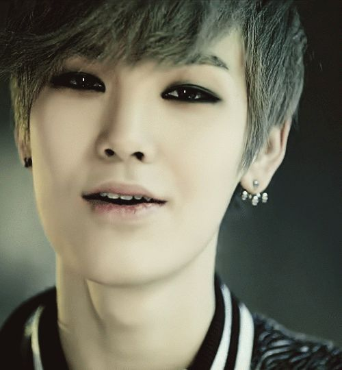 [!!!!] B.A.P's Zelo has BLUE hair now!!