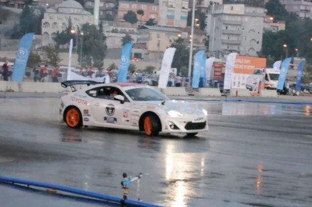 Video - 142,1 km seguidos derrapando para batir el Record Guinness de drift http://www.muchocoche.net/foro-coches/foro-general/719-video-142,1-km-seguidos-derrapando-para-batir-el-record-guinness-de-drift