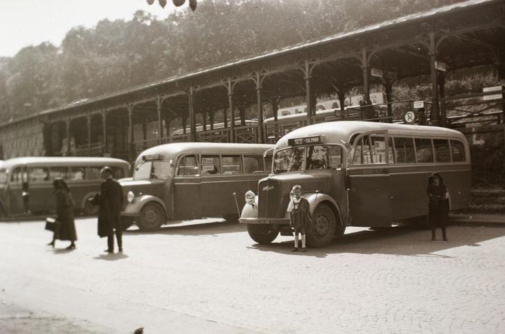 Hűvösvölgyi autóbusz és villamos végállomás.