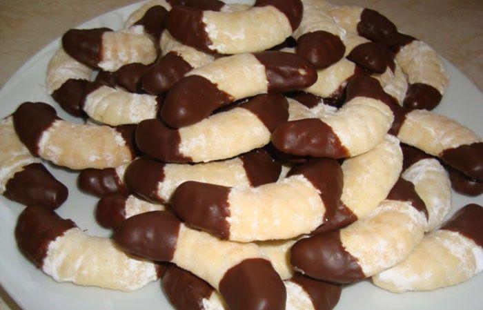 Už ste skúšali pripraviť kokosové vianočné rohlíčky zo šľahačky? Sú nadýchané, jemné, krehké a rozplývajú sa na jazyku.