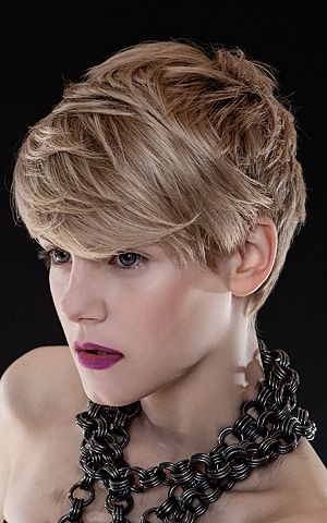 Short Hair Styles For Round Faces: Hair Ideas, Short Haircuts, Short Hair Styles, Short Hairstyles, Hair Cut, Shorts, Shorthair, Beauty