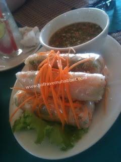 KAMBOÇYA USULÜ PİRİNÇ YUFKASI SARMASI – DİP SOSU İLE BİRLİKTE  (Kamboçya) - Khmer style spring rolls with dip sauce (Cambodia) - www.sofravemuhabbet.com