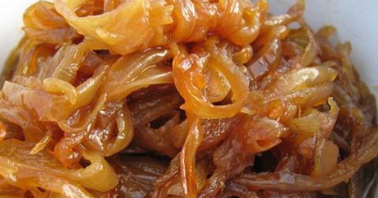 Εξαιρετική συνταγή για Καραμελωμένα κρεμμύδια στο πι και φι. Τα καραμελωμένα κρεμμυδάκια είναι τα αγαπημένα μου, ειδικά με χάμπουργκερ, χοτ-ντογκ, μπριζόλα. Είναι το τέλειο τόπινγκ!