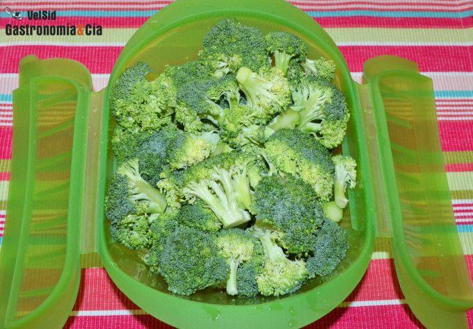 Cómo hacer brócoli al vapor en el microondas