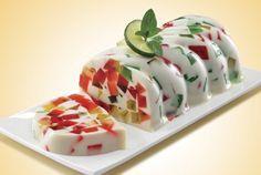 Gelatina de dos leches con mosaicos de gelatinas de limón, fresa y piña. Un postre tan agradable a la vista como al paladar. Muy sencilla de preparar y les encantara a todos.