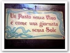 """""""Uma refeição sem vinho é como um dia sem sol."""" Placa em uma minúscula trattoria de Roma."""