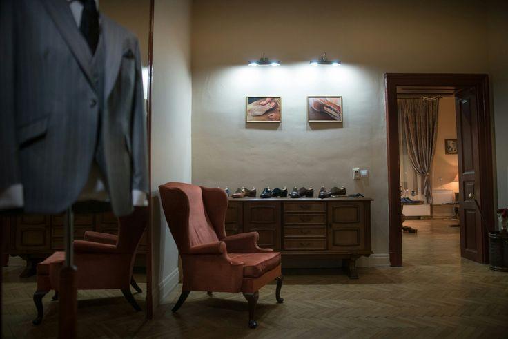 Artizan showroom entrance #morethanasuit @artizanimage