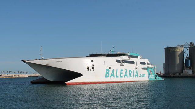 Tras posicionar a un nuevo catamarán rápido, la naviera no ha decidido cuántas salidas y qué buque navegará a Melilla a partir de octubre