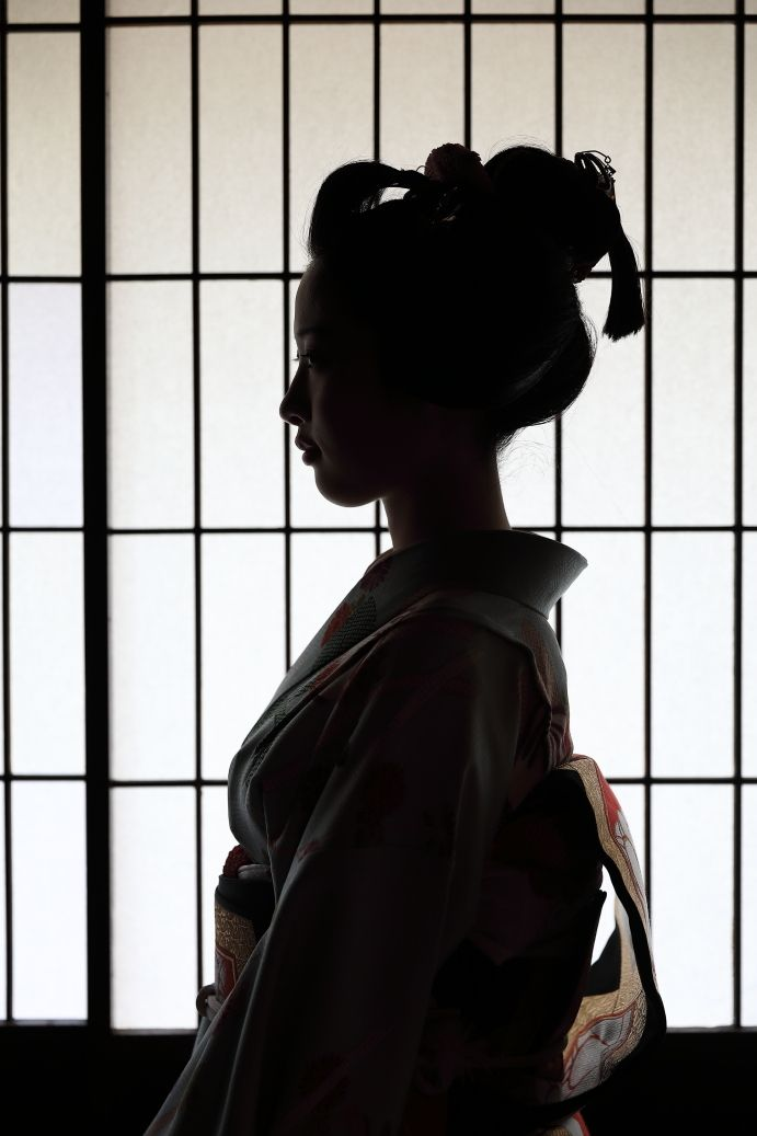 Oiran & Geisha | Stylish portrait of the maiko Ayaha! (Source)