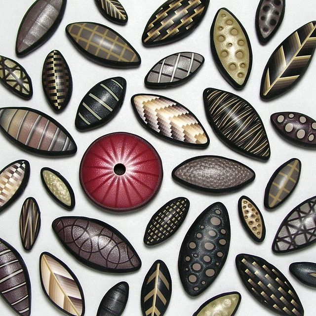 Cutting Edge Beads by Dan Cormier, via Flickr.   Love these