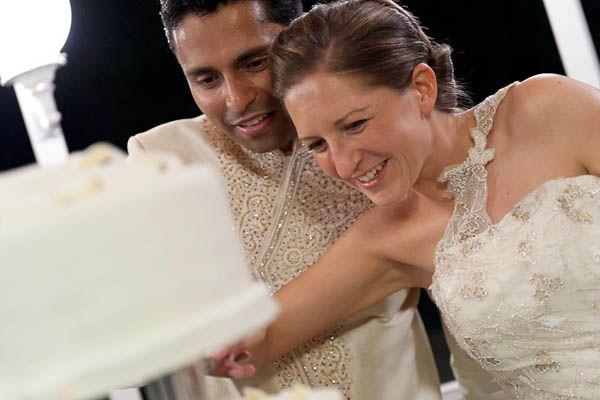 Uno sposo indiano e una sposa in abito corto: Giulia e Prashant