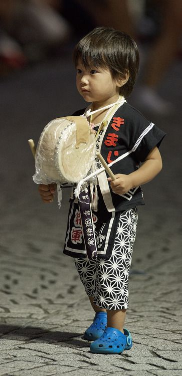 One of the youngest participants of the Mitaka Awa Odori. Tokyo, Japan. August 31, 2014. Photography by Bernard Languiller on Flickr #world #cultures