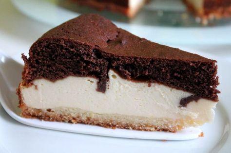 Der Käsekuchen mit Schokohaube ist auf jeder Kaffeetafel ein gerne gesehener Gast. Ein Rezept das durch seine harmonische Kombination zu vielen Gelegenheiten passt.