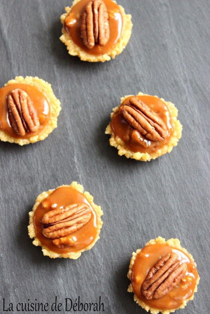 Tarte aux noix de pécan revisitée. La tarte aux noix de pécan revisitée avec une base biscuitée et un caramel beurre salé et noix de pécan!