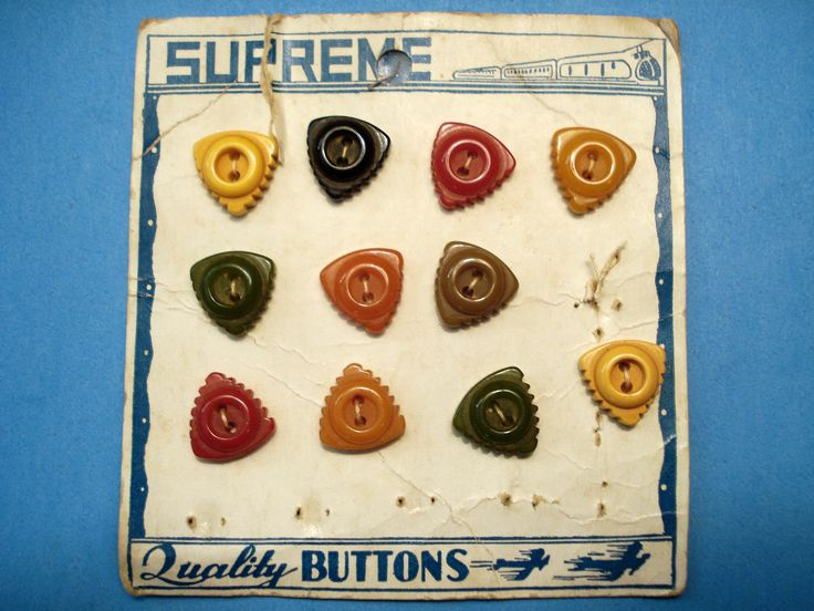 ButtonArtMuseum.com - Original Vintage Store Card With 11 Great Colorful Triangular Bakelite Buttons