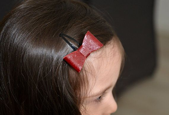 Haarclips met kersenrode leren strikjes van NHLdesign op Etsy