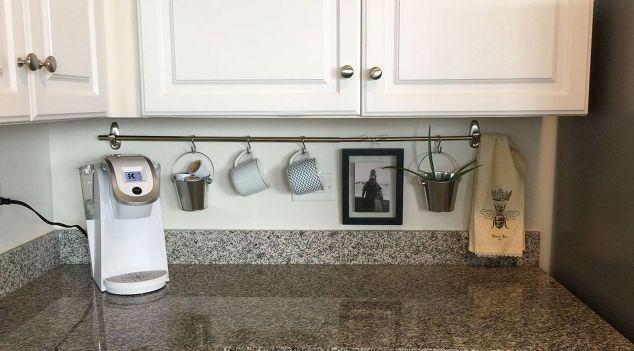 declutter bancada da cozinha com uma haste de cortina, bancadas, decoração, design de cozinha, organizador, tratamentos de janela