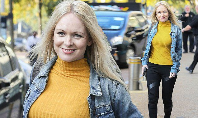 Michelle Hardwick shows off her svelte frame in skinny jeans