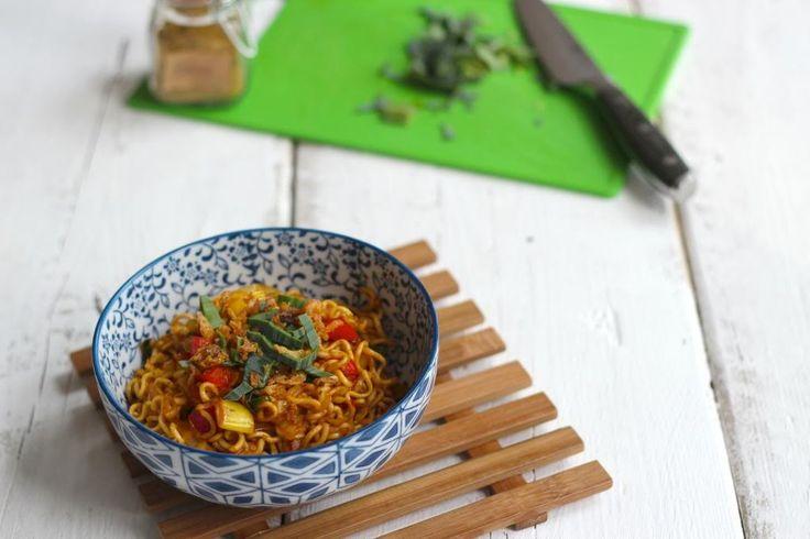 Bami is echt een heel lekker, snel en simpel recept waaraan je elke groenten kunt toevoegen die jij lekker vindt of die je nog in de koelkast hebt!