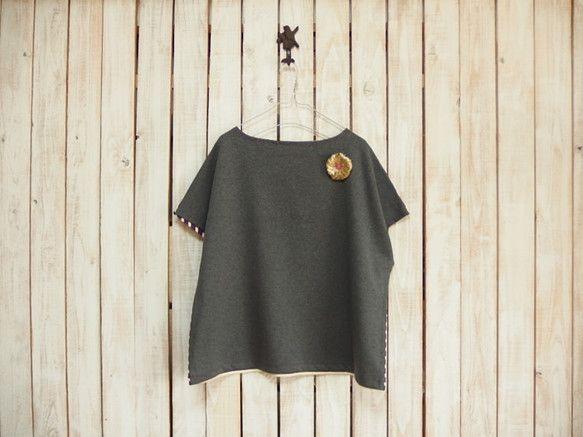 どっちも前に着られるTシャツです!ボートネックで肩からキャミソールがちょっと見える感じがかわいいです。これからの季節は、長袖のTシャツやハイネック、シャツと合...|ハンドメイド、手作り、手仕事品の通販・販売・購入ならCreema。