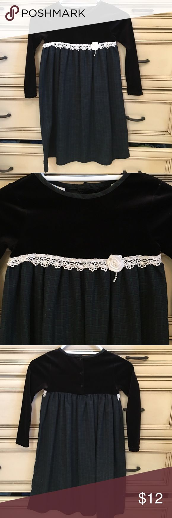 Girls Youngland Black Velvet and Plaid Dress Sz 6X Beautiful EUC Youngland dress in a size 6X.  The top is black velvet and remainder of dress is green and navy plaid with white lace between the 2 fabrics. 3 buttons on the back to make it easier to put on and take off.  No stains or tears. Youngland Dresses