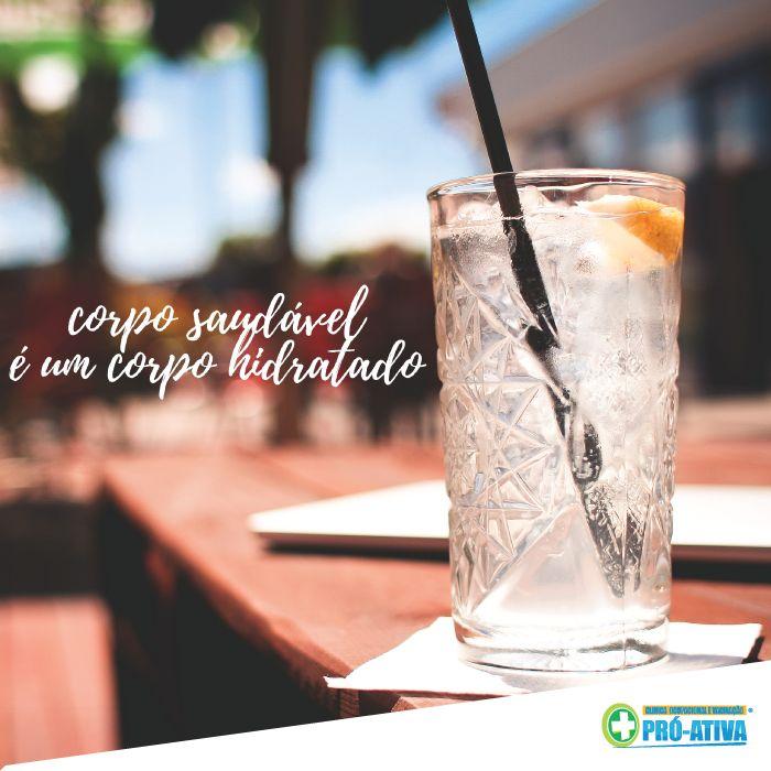A conta é muito fácil: Água = Saúde. Mantenha-se hidratado, invista em sucos e frutas para matar a fome durante o dia 🍓🍏🍎🍊🍉 #ProAtiva #Saúde