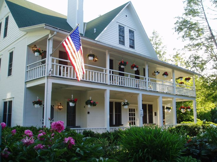 Select Registry White Gull Inn - Established in 1896, the White Gull Inn has been providing accommodations with character and memorable food for generations of Door County visitors.