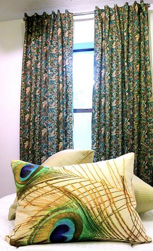 DIY drapesPeacock Feathers, Feathers Pillows, Make Curtains, Fabrics, Peacocks Pillows, Diy Drapes, Guest Rooms, Diy Curtains, Peacocks Feathers