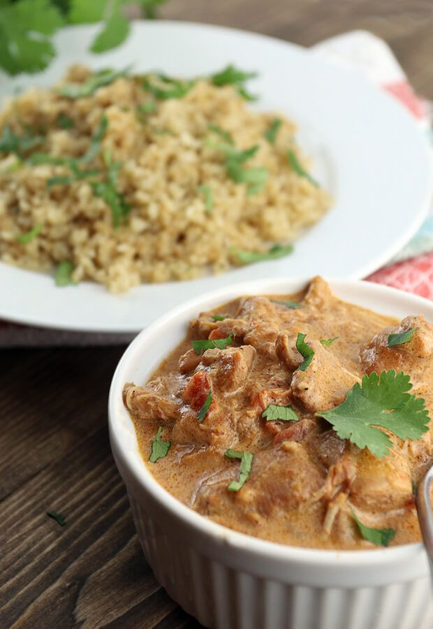 A super simple and delicious slow cooker keto chicken tikka masala that will be ready in only a few hours! Shared via http://www.ruled.me/