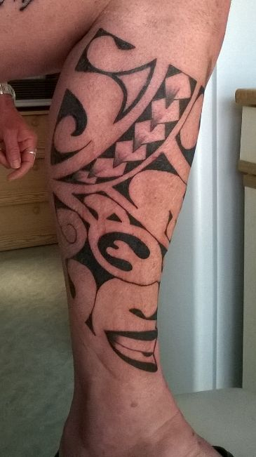 17 meilleures id es propos de tatouage au mollet sur pinterest tatouages g om triques - Tatouage mollet polynesien ...