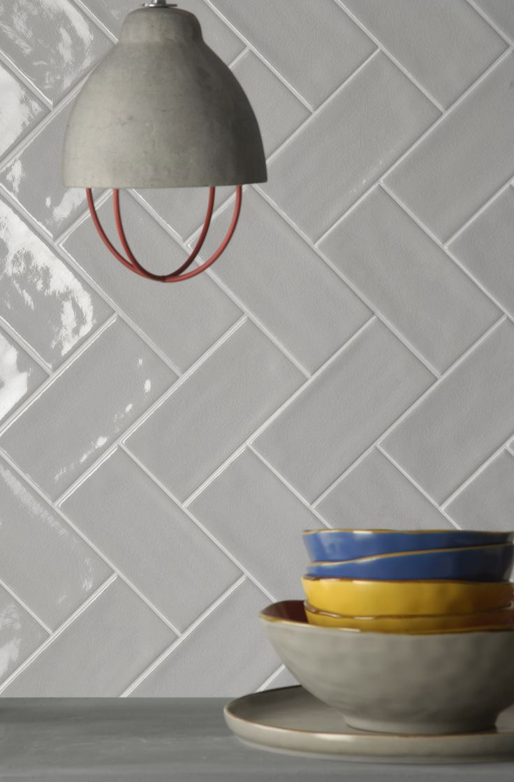Piastrelle rettangolari in formato 10x20 della collezione Briolette di Tonalite. Sviluppata in 15 colori con finitura craquelè. tiles azulejos carreaux kakel fliser inredning walltiles backsplash splashback metrotiles subwaytiles rivestimento superfici craquelure madeinitalywithpassion ceramicsofitaly italianstyle italiantiles home casa arredamento interni homedesign homedecor interiordesign architettura