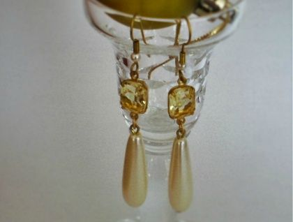 Vintage jonquil glass stones with faux pearl drops