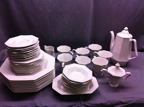 Independence Ironstone Castleton China Japan 44 Piece Set