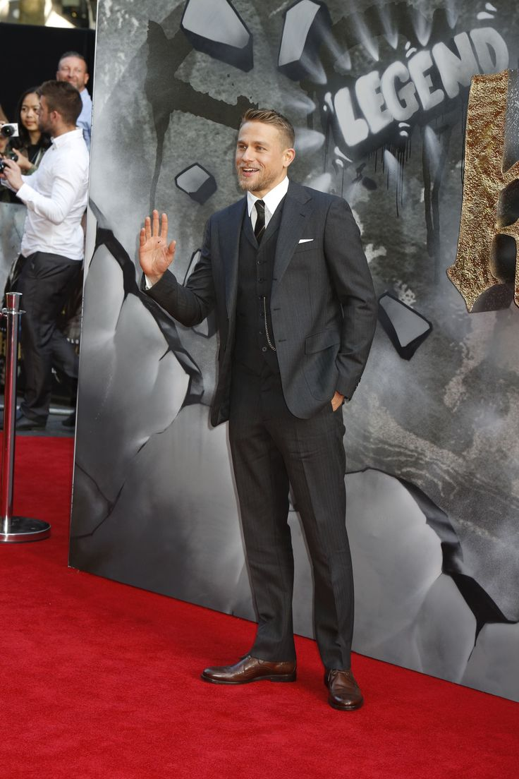 Actor Charlie Hunnam wearing a Ralph Lauren suit at the King Arthur #film premiere in London. #redcarpet #instagram #sonsofanarchy #mensfashion