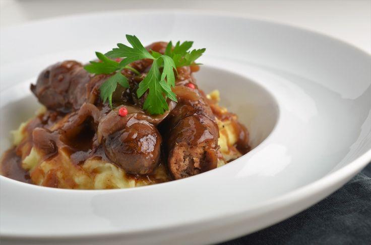 Reteta de Carnati cu sos de ceapa si vin este o reteta ideala pentru orice iubitor de carne, dar si pentru iubitorii de ceapa! Invata sa o pregatesti!