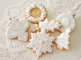 White icing decorations on Christmas cookies.