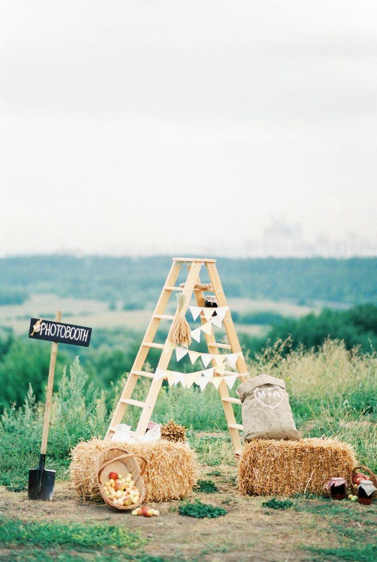 rustic Photobooth decor Тонкий луч солнца: свадьба Ани и Миши weddywood.ru