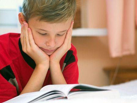 Poikien houkuttelu lukemaan voi olla haastavaa. Näitä kirjoja 6–12-vuotias poika ei voi vastustaa.