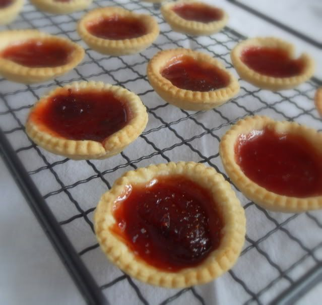The English Kitchen: Strawberry Jam Tarts ..mmmm not made these in a long time childhood fav..think I will make some today..