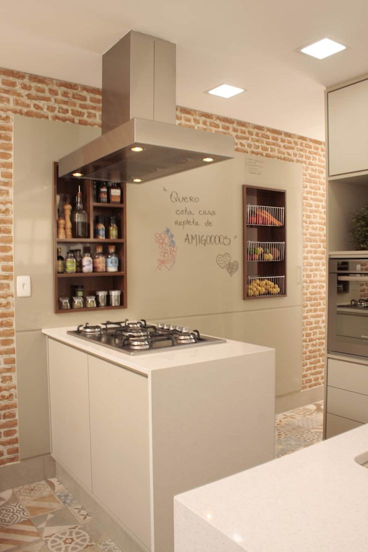 Painéis para divertir o ambiente !: Cozinhas por Fernanda Moreira - DESIGN DE INTERIORES