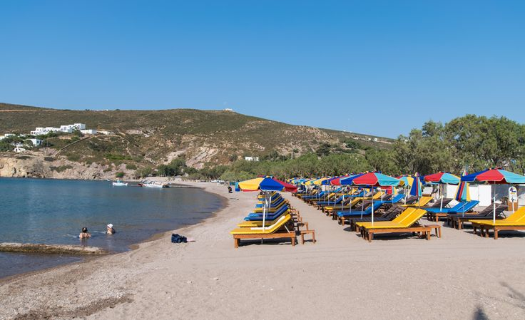 South Kampos beach is among the most popular on the island, as it is organized and offers umbrellas, a bar, a tavern and water sports. The sea is shallow and quite warm, while the coast is mainly sandy, including pebbles and tamarisk trees for those seeking natural shade.