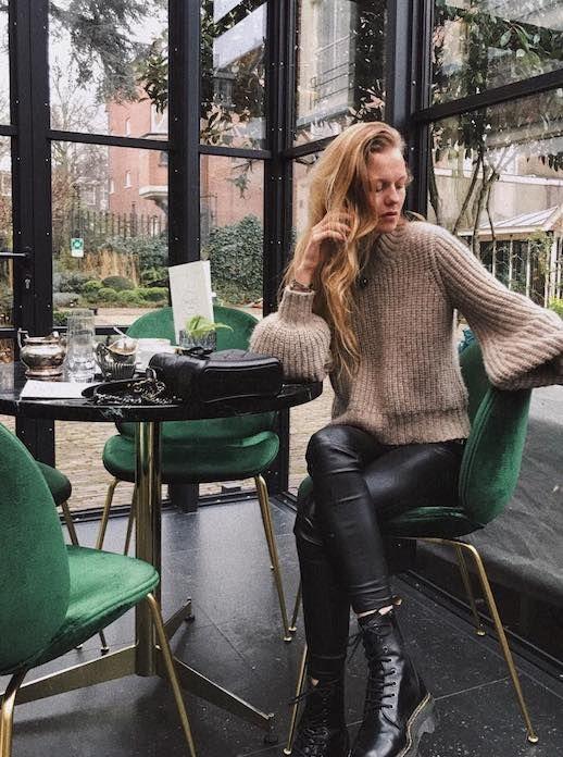 Sweater with poet sleeve