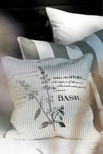 Timelessly lovely outdoor cushions in serene shades of sage and white. #pillows #cushions #backyard #outdoor #accessories