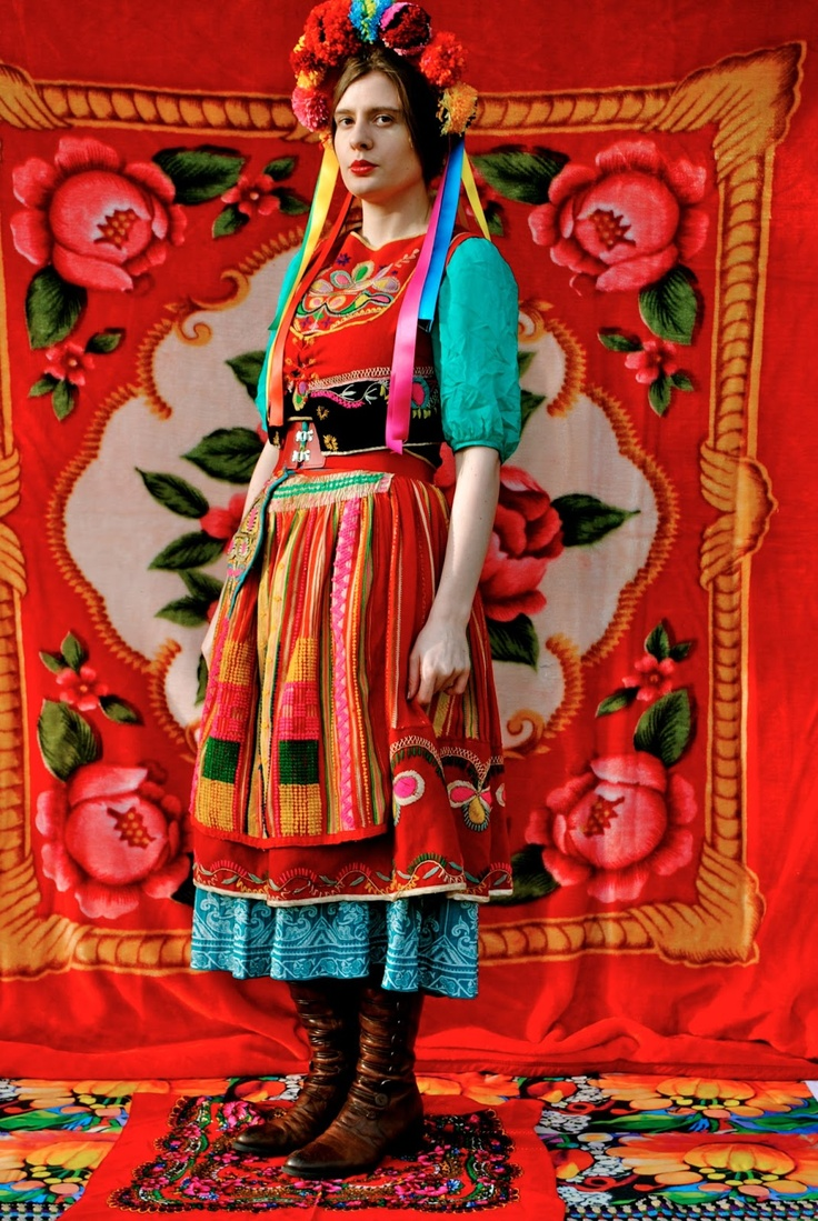 thesis on traditional costumes Marriage traditions around the world [pics] mary western-style dress for the first day's cafe event and a traditional uigher dress on the second day when she.